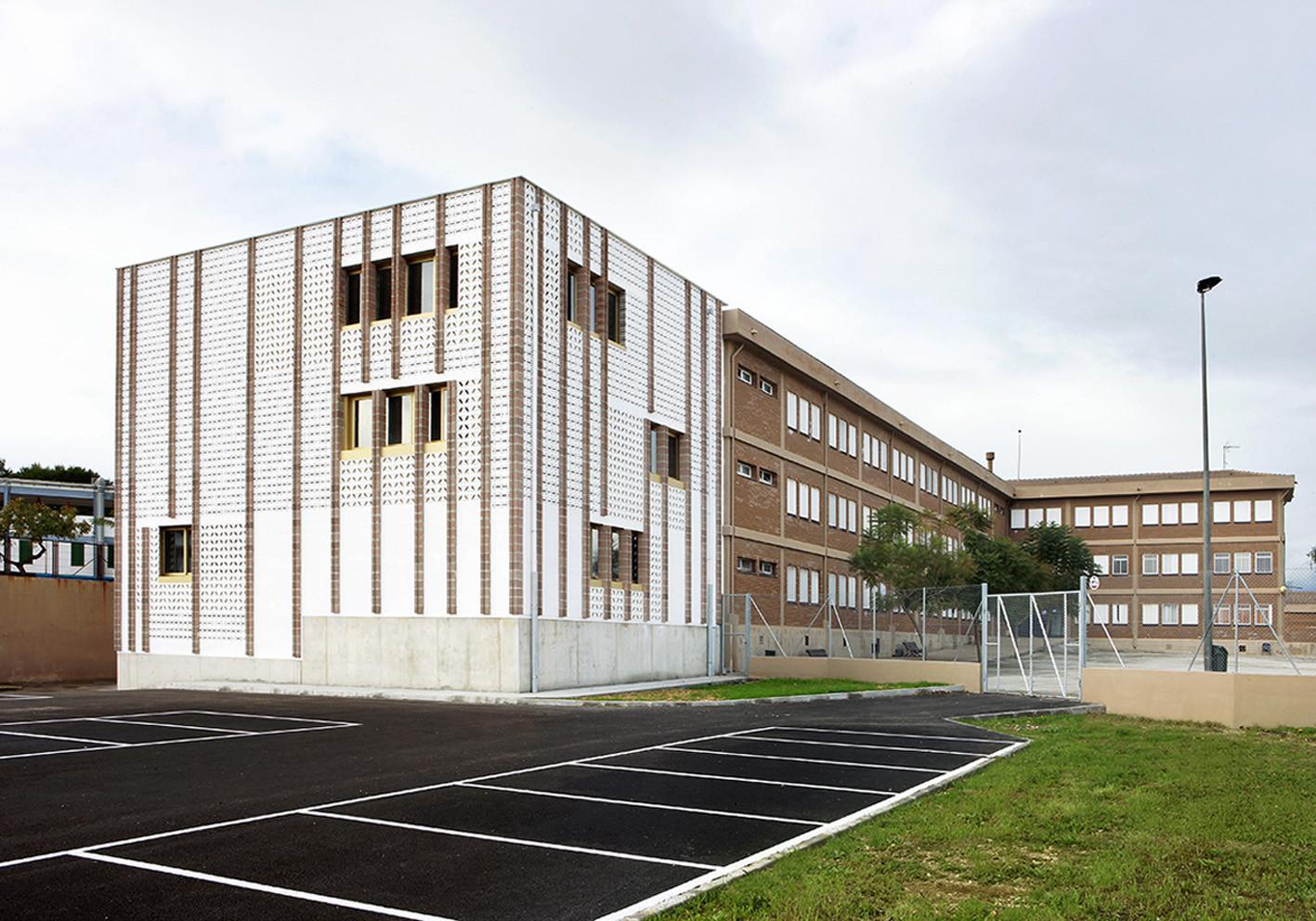 High School Extension / SMS Arquitectos