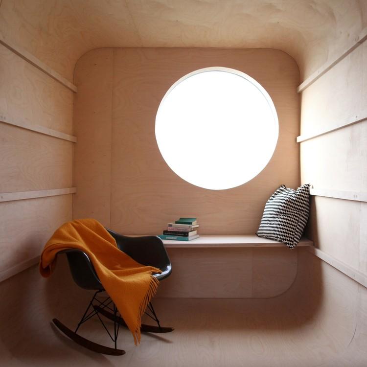 Reboque de construção transformado numa pequena unidade habitacional / Karel Verstraeten, Cortesia de Karel Verstraeten