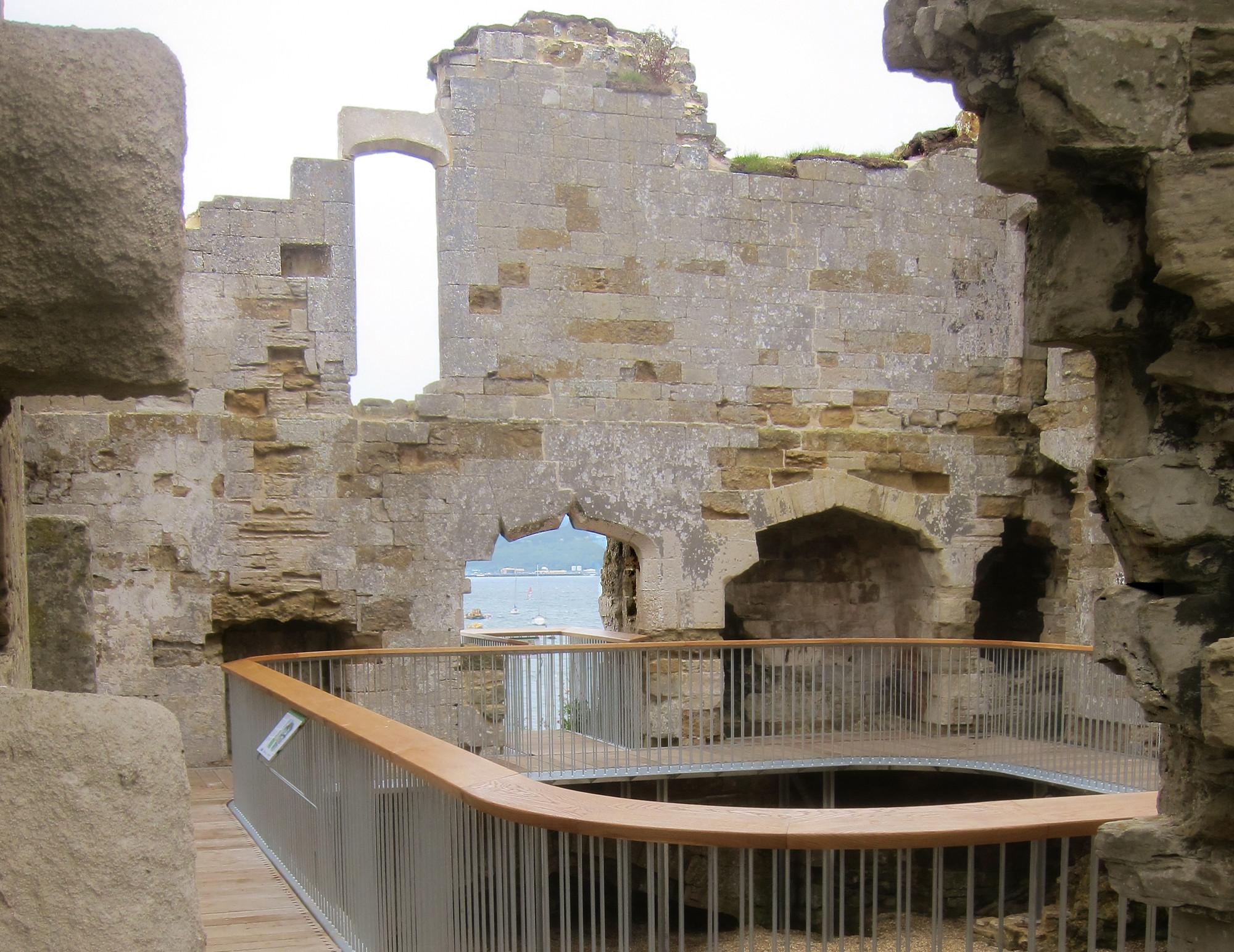 Arquitectura y Paisaje: un recorrido por las ruinas del Castillo Sandsfoot por Levitate, Courtesy of Levitate