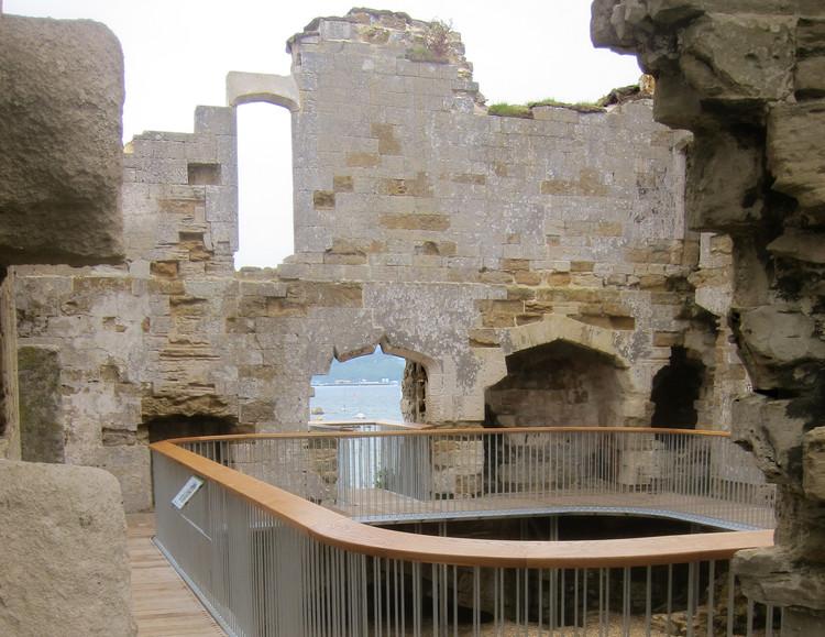 Arquitetura e Paisagem: um passeio pelas ruínas do Castelo Sandsfoot, por Levitate, Cortesia de Levitate