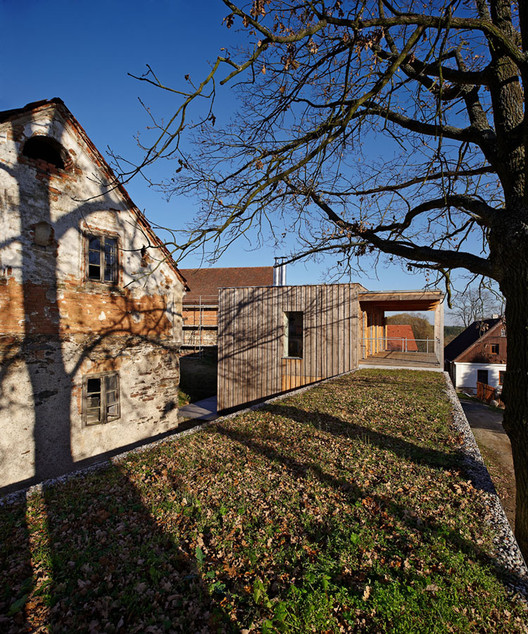 Weekend House In Oselin / MODULORA, © Martin Kocich