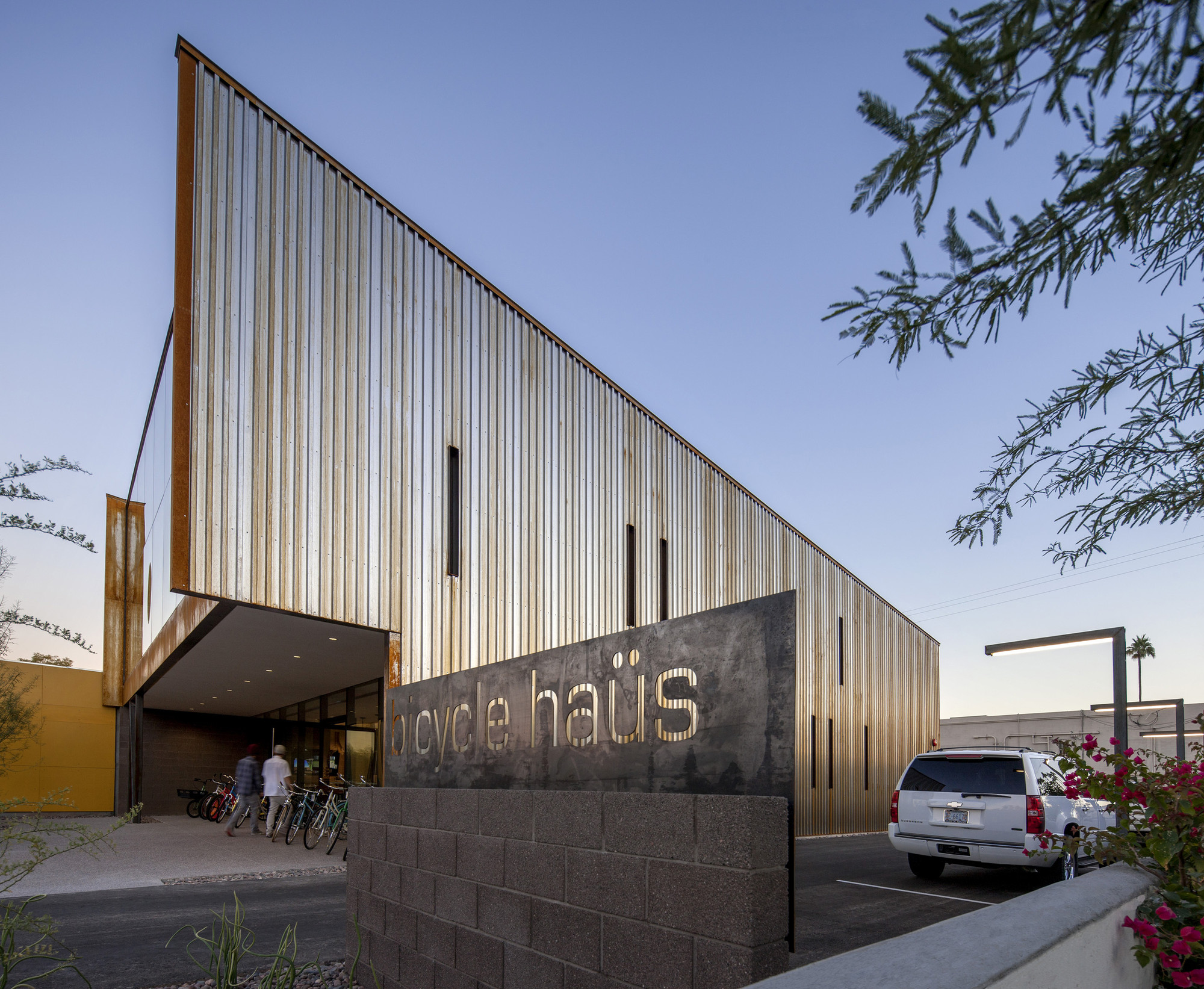 Bicycle ha s debartolo architects archdaily for Building a house in arizona