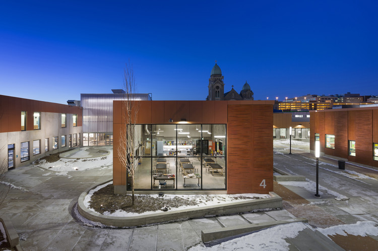 Henderson-Hopkins School / Rogers Partners, © Albert Vecerka-Esto