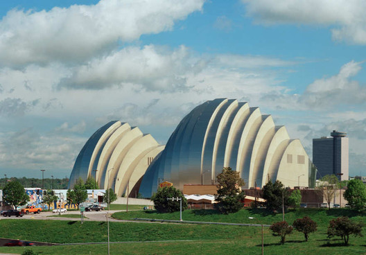Kauffman Center for the Performing Arts / Moshe Safdie. Image © Tim Hursley