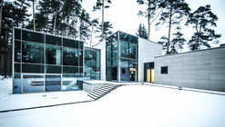 Parallelepiped Rectangle House / Devyni Architektai