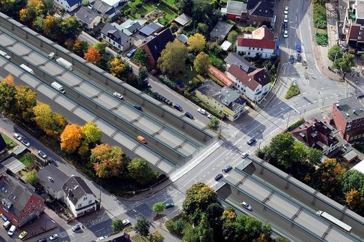 1393537812_techo_verde_autopista_a7_hamburgo_alemania_3