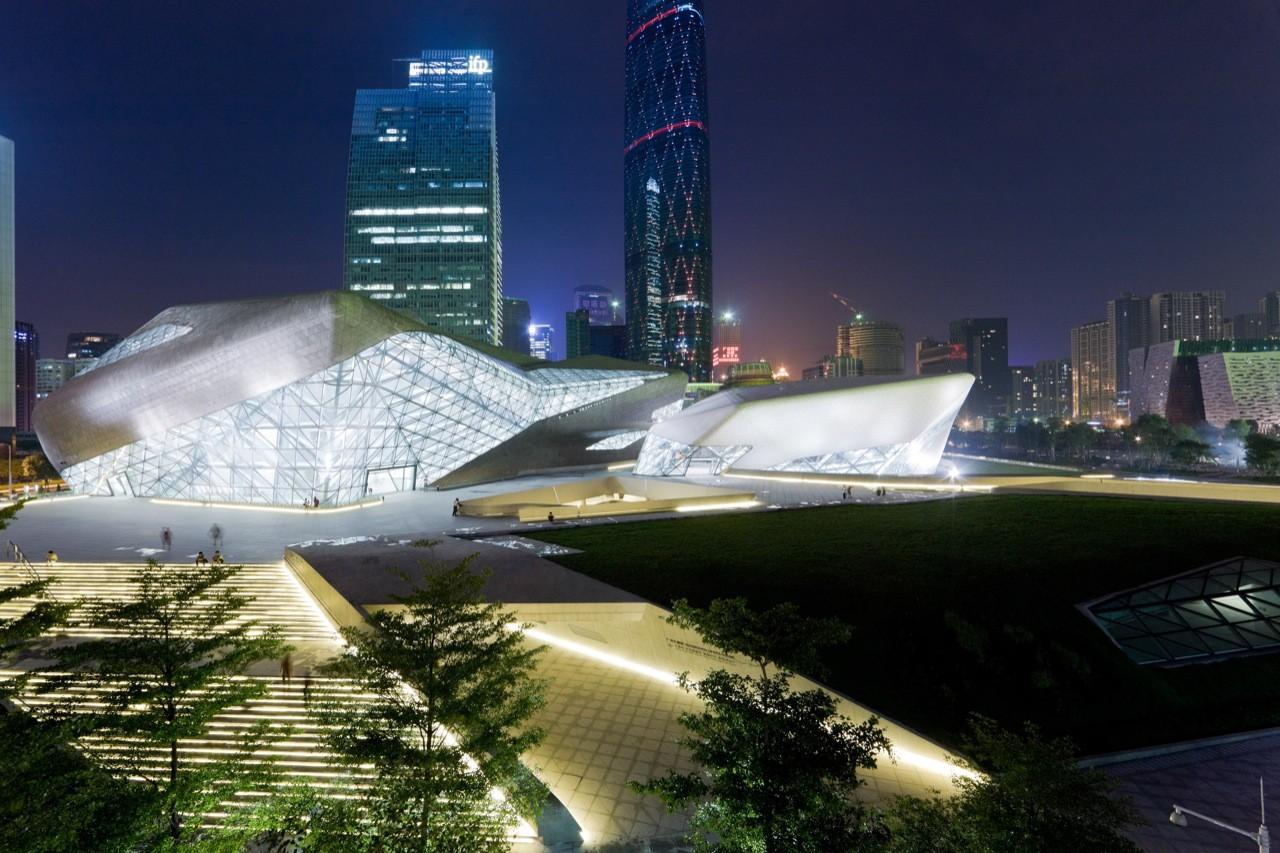 Ban vs. Schumacher: Should Architects Assume Social Responsibility?, Guangzhou Opera House, Zaha Hadid Architects. Image © Iwan Baan
