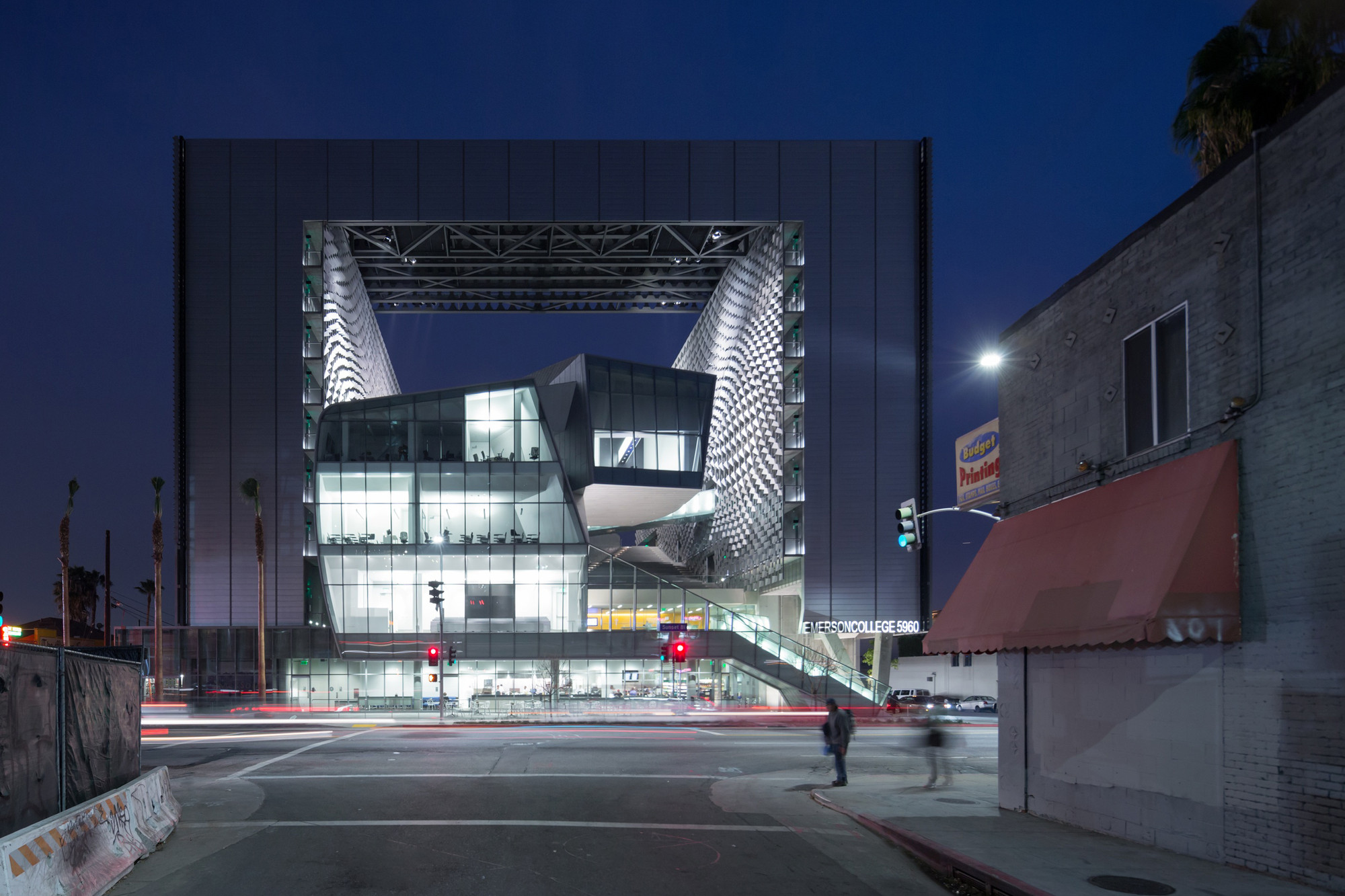 Emerson college los angeles morphosis architects archdaily for Salvaged building materials los angeles