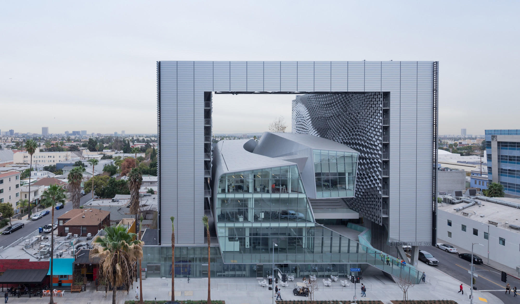 Emerson college los angeles morphosis architects archdaily for Architecture colleges