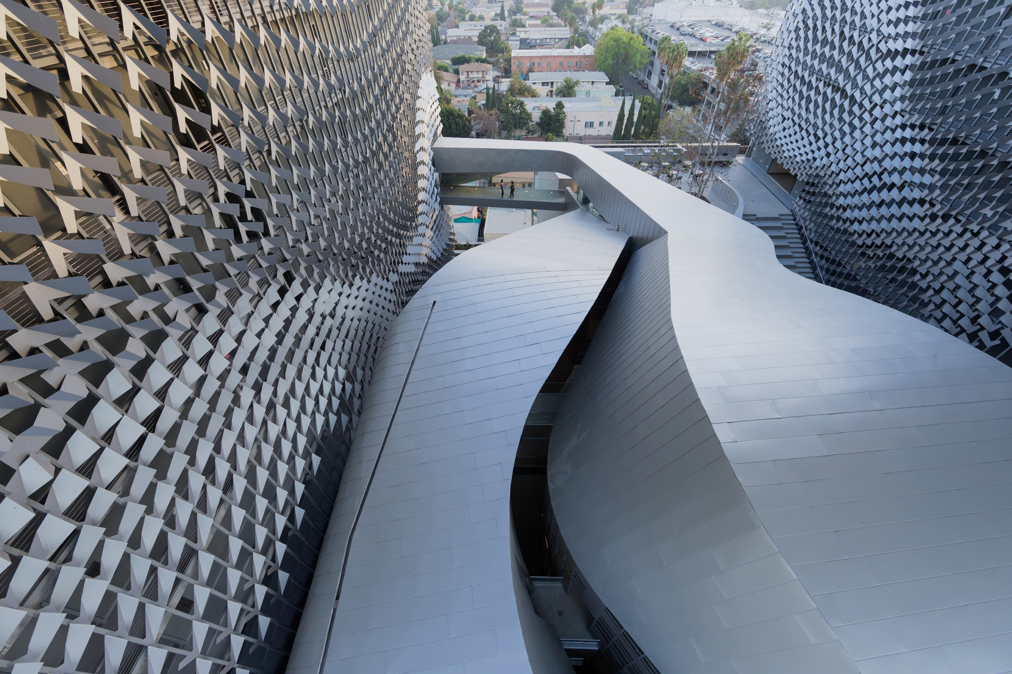 Emerson College Los Angeles / Morphosis Architects | ArchDaily