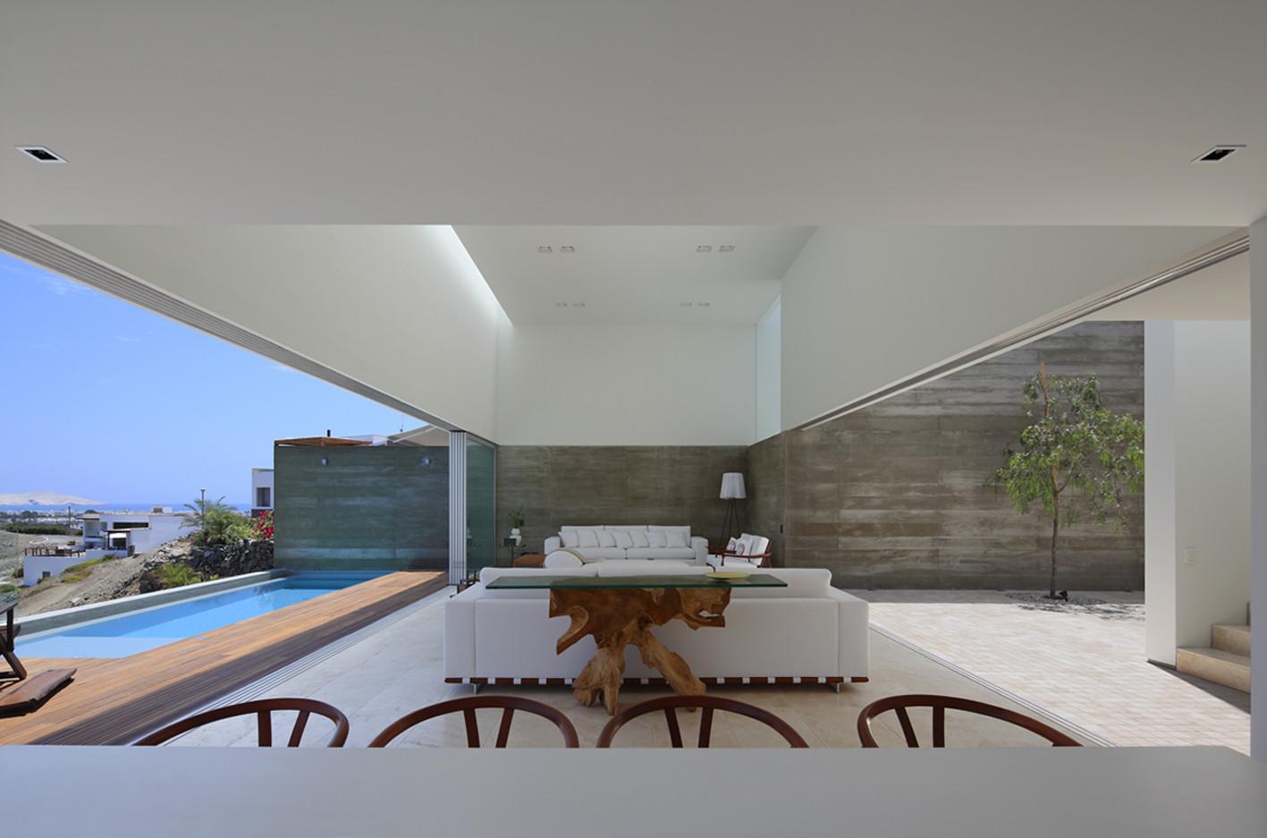 Casa La Caleta  / Llosa Cortegana Arquitectos, © Juan Solano