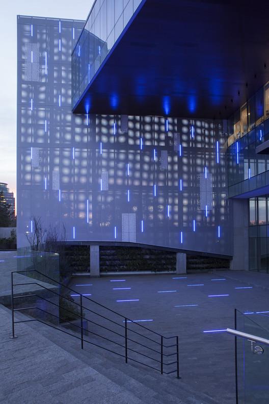 Constituyentes Fachada Iluminada / Taller David Dana Arquitectura, © Alessandro Bo