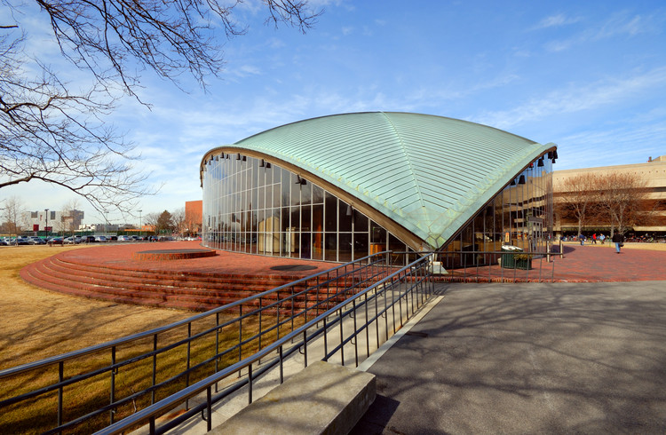 Clássicos da Arquitetura: Auditório Kresge / Eero Saarinen and Associates, Auditório Kresge no MIT, Cambridge, Massachusetts © Jorge Salcedo / Shutterstock