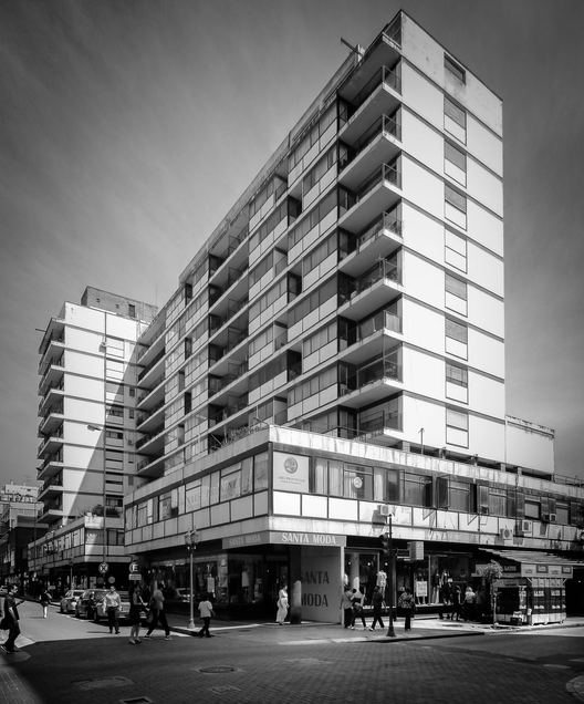 Clásicos de Arquitectura: Edificio y Galería Comercial AMES / Ávila Guevara, Moyano y Zarazága , © Arq. Gonzalo Viramonte