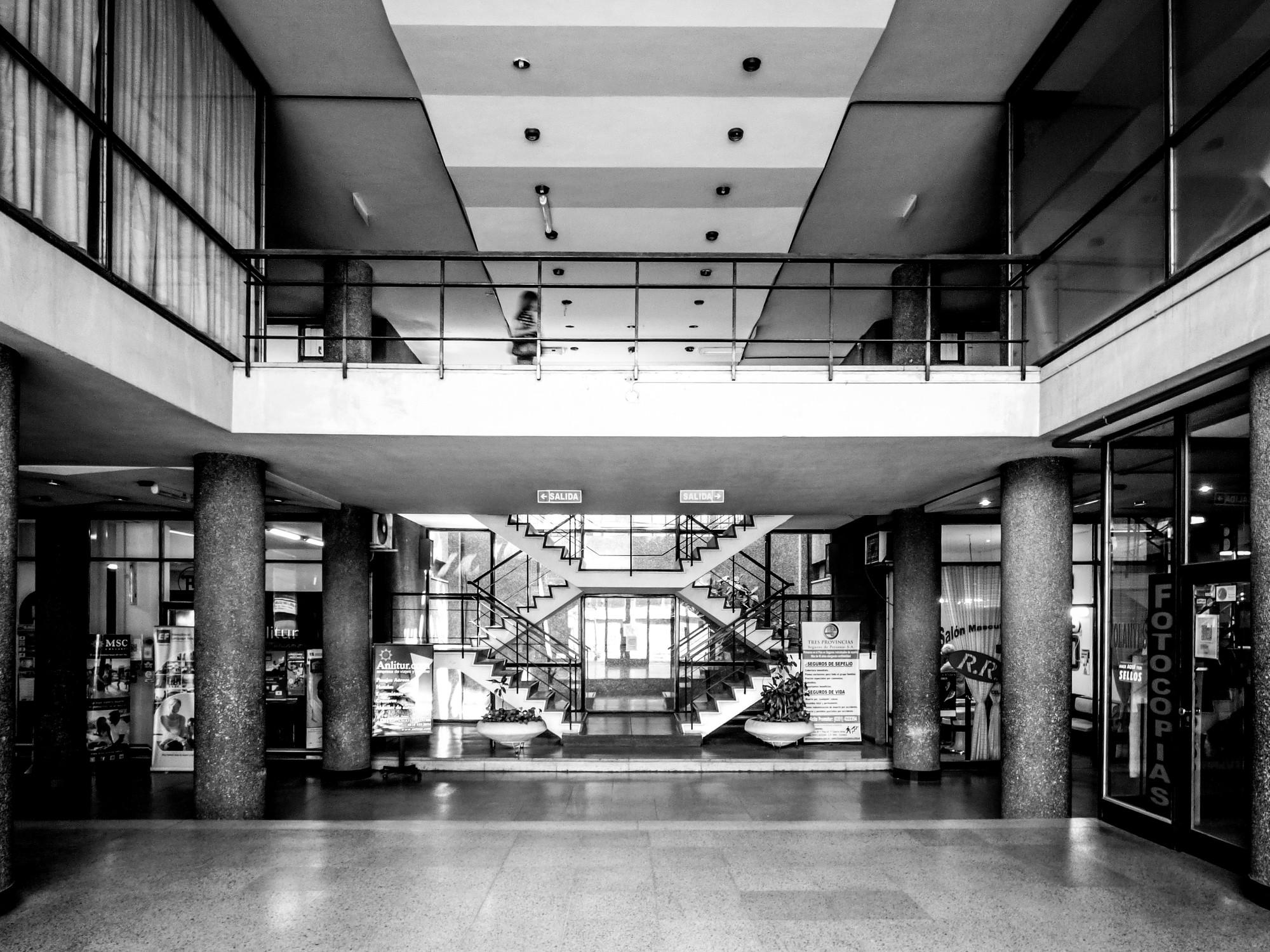 Galer a de cl sicos de arquitectura edificio y galer a - Galeria comercial ...