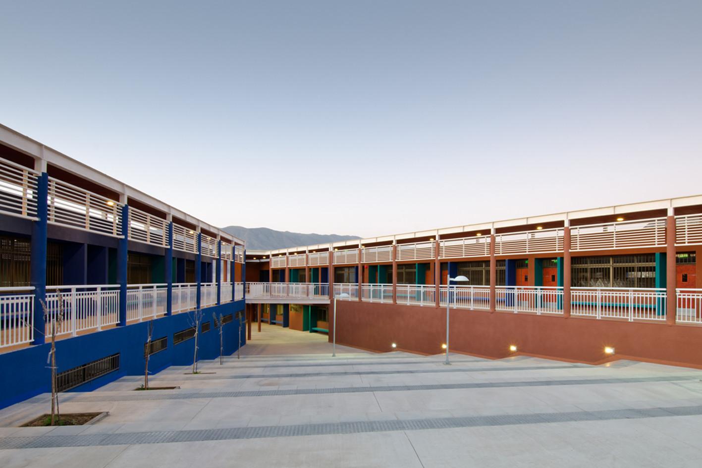 Federico Varela High School/ Crisosto Arquitectos Consultores, © Pablo Blanco Barros