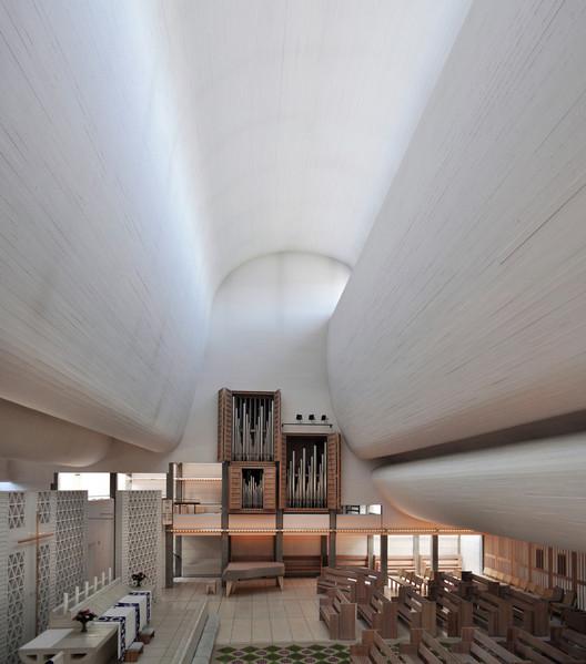 Bagsværd Church. Image © <a href='https://www.flickr.com/photos/seier/5958688179/'>Flickr user seier</a></noindex></noindex> licensed under <noindex><noindex><a target=