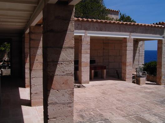 Utzon's Home on Mallorca. Image © <a href='https://www.flickr.com/photos/drzimage/475618855/'>Flickr user drzimage</a></noindex></noindex> licensed under <noindex><noindex><a target=