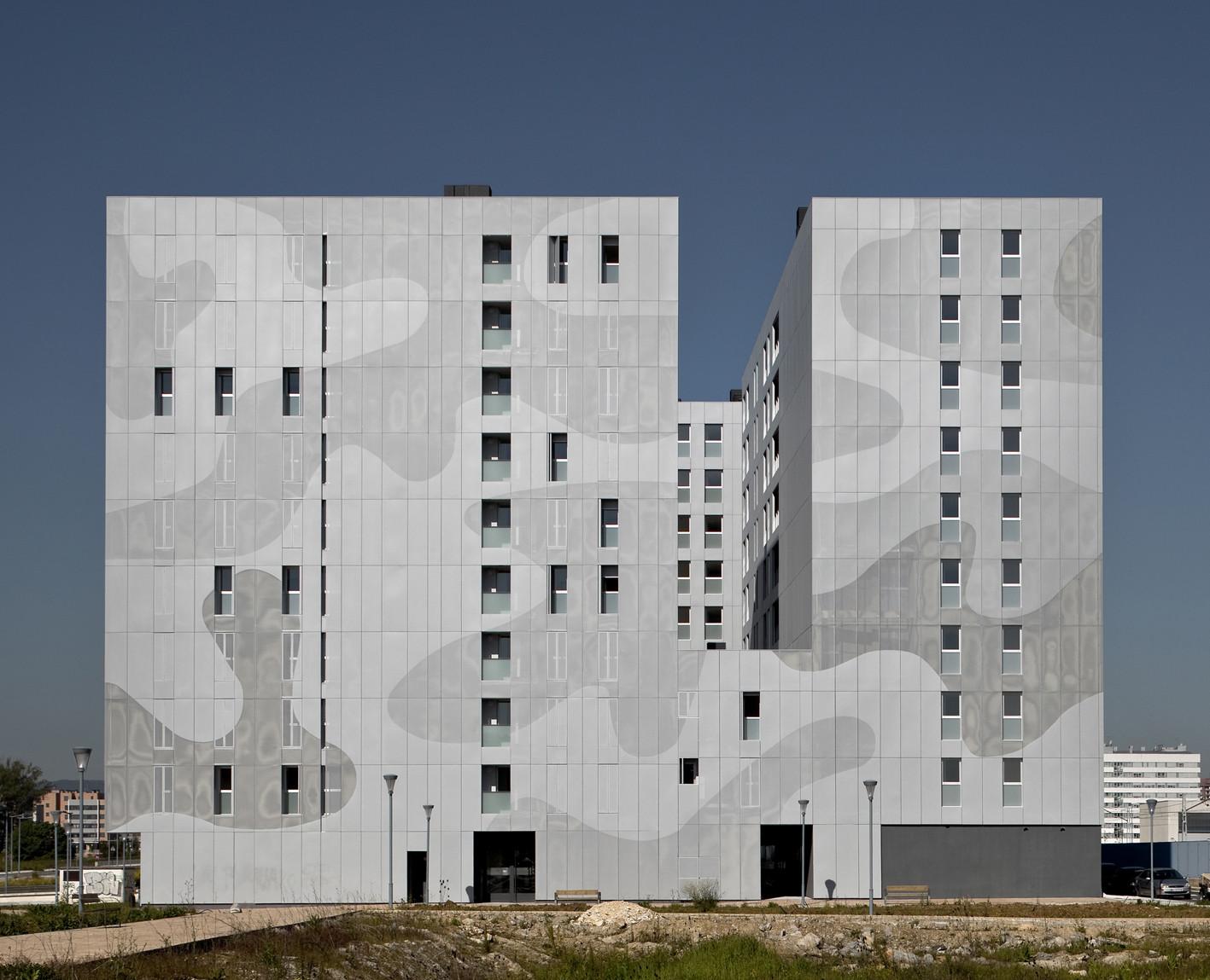 111 Dwellings in Larrein Salburua / Roberto Ercilla + Miguel Angel Campo, © Pedro Pegenaute