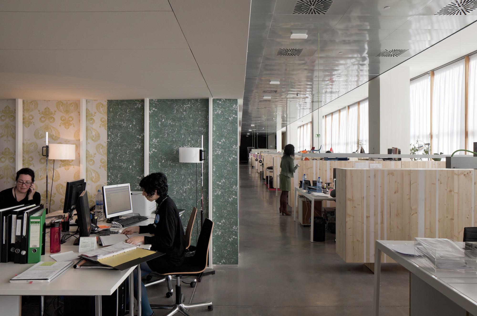 Galer a de disseny hub barcelona oficinas para el museo for Privalia barcelona oficinas