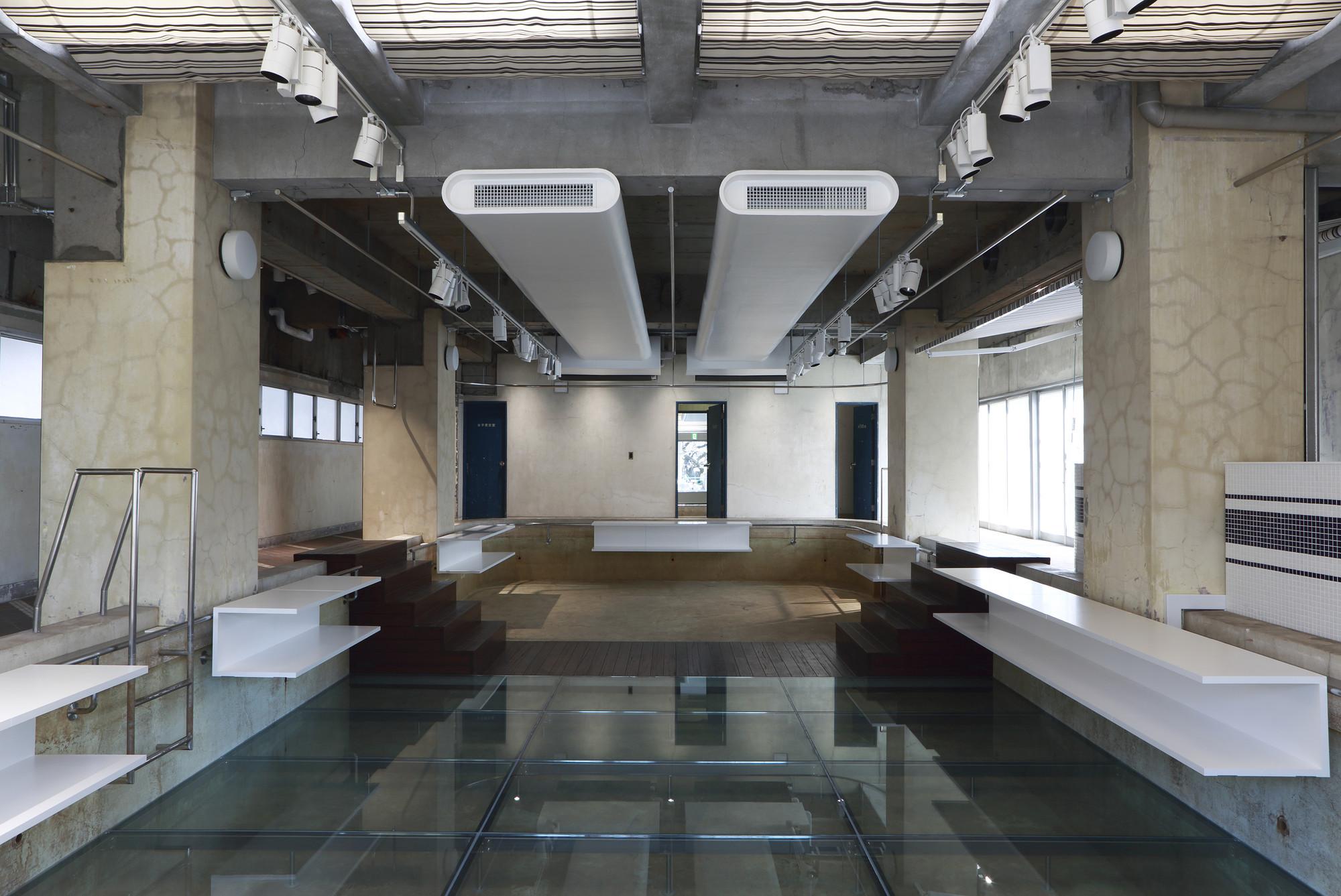The Pool Aoyama  / Nobuo Araki, © Atsushi Fuseya