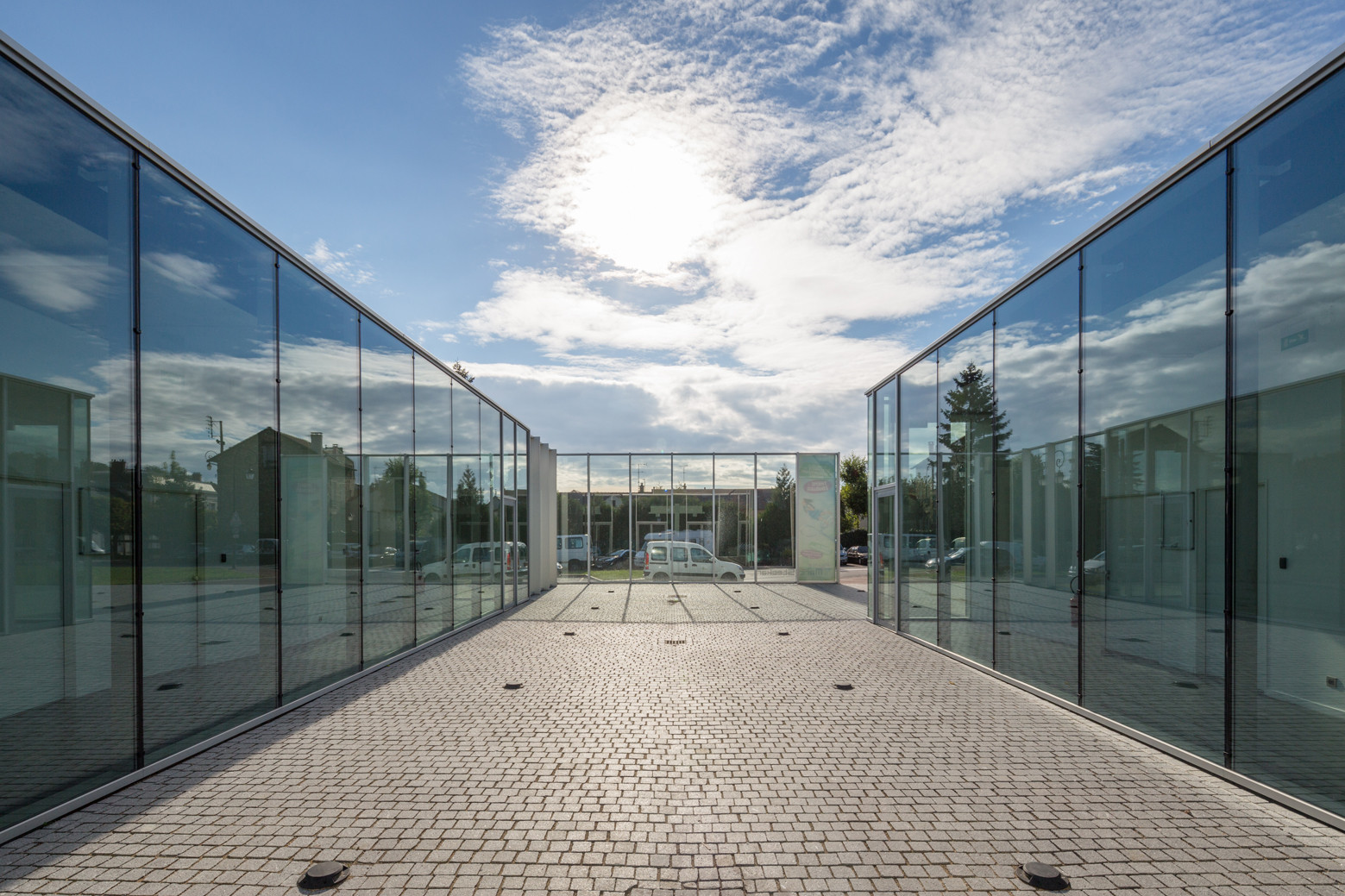 Bessancourt Hall / ARCHICLUB, © 11h45 montrer l'architecture