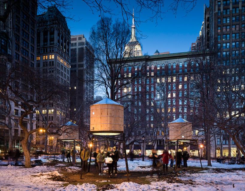Intervención Urbana: tanques que promueven el derecho al agua en NY por Iván Navarro, © vía Plataforma Urbana