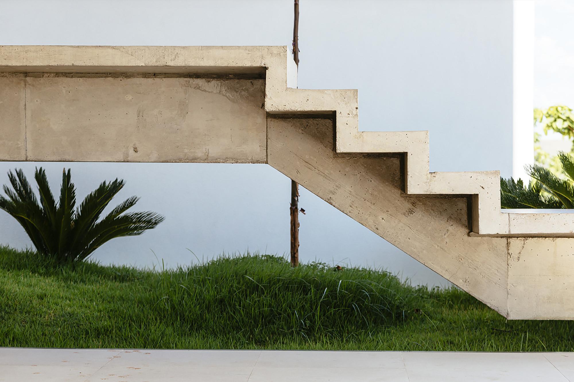 Guaiume house 24 7 arquitetura design archdaily for Escaleras en concreto para casas