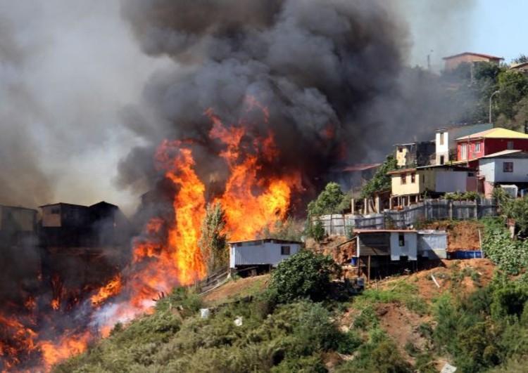 Incendio en Valparaíso: arquitectos chilenos hacen llamado a colaborar con los afectados, © Miguel Campos. Image Cortesía de SoyChile.cl