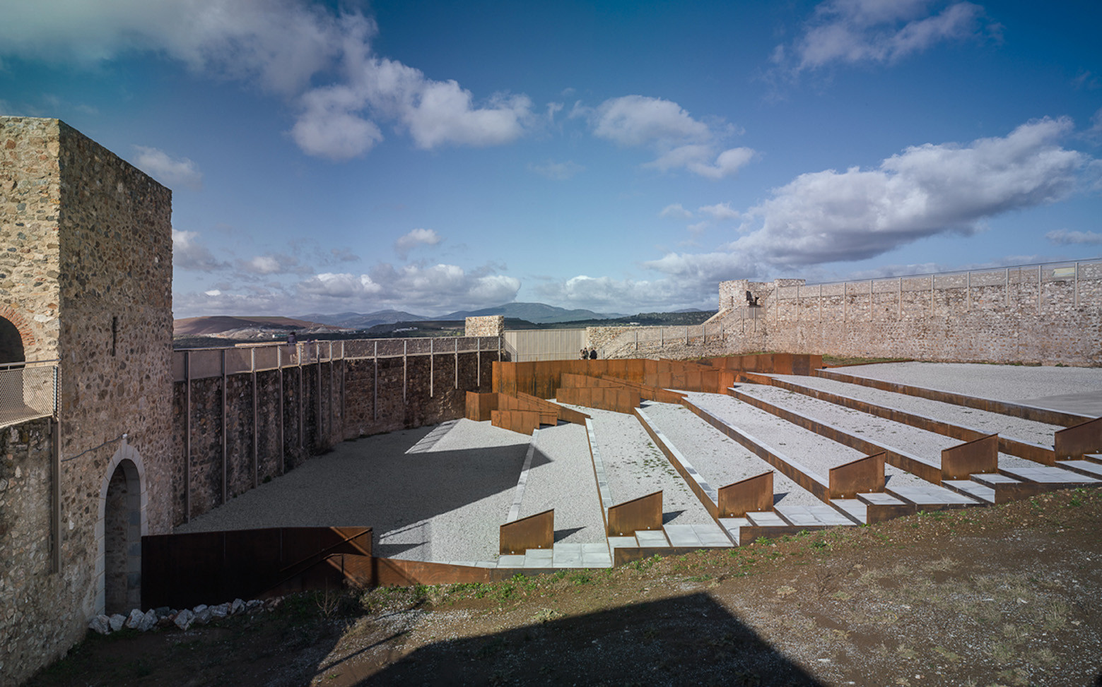 EERJ Adaptation of Patio de Armas in El Real de la Jara Castle / Villegas Bueno Arquitectura, © Jesús Granada