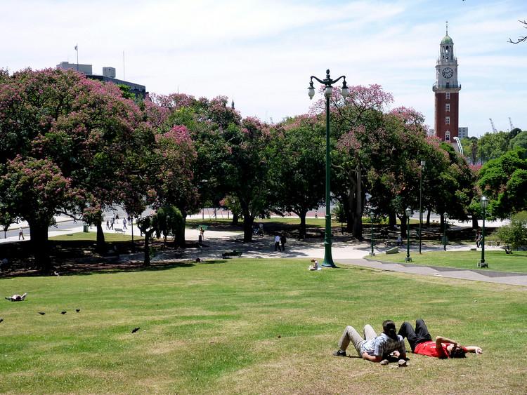 """Resultados da pesquisa """"Megacidades e Infraestrutura na América Latina: o que pensam as pessoas"""", Buenos Aires. Image © benontherun.com, Flickr"""