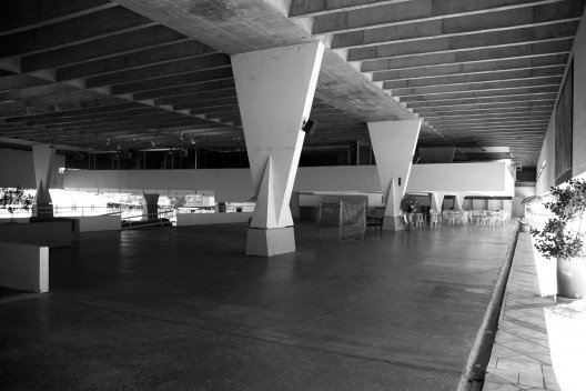 Clássicos da Arquitetura: Sede Social do Jóquei Clube de Goiás / Paulo Mendes da Rocha e João Eduardo de Gennaro, © José Arthur D'Aló Frota