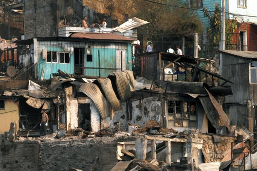 Llamado a Voluntarios para Ayudar a Damnificados después del Incendio en Valparaíso, Courtesy of Colegio de Arquitectos