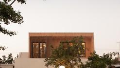 Echeñique House / Fones Arquitectos