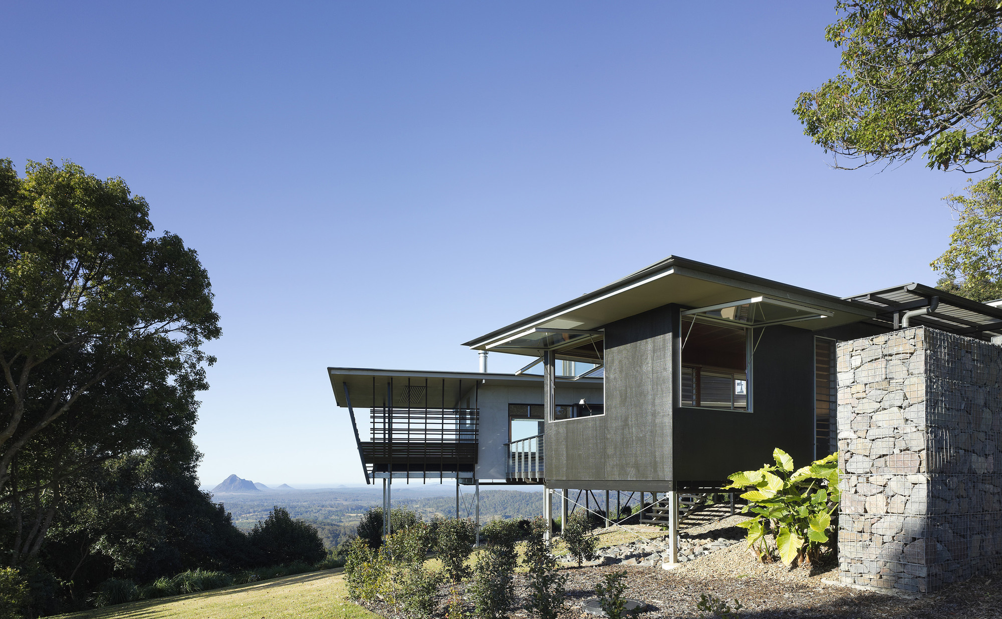 Glass house mountains house bark design architects for Home building architects