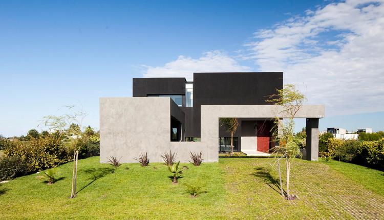 Casa JG / Speziale Linares Arquitectos, Cortesia de Speziale Linares Arquitectos