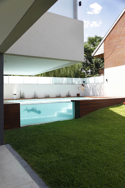 Refresh Yourself with ArchDaily's 15 Most Popular Pools on Pinterest, Devoto House / Andres Remy Arquitectos. Image © Alejandro Peral