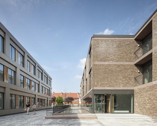 Campus de Cuidados com o Idoso  / Areal Architecten