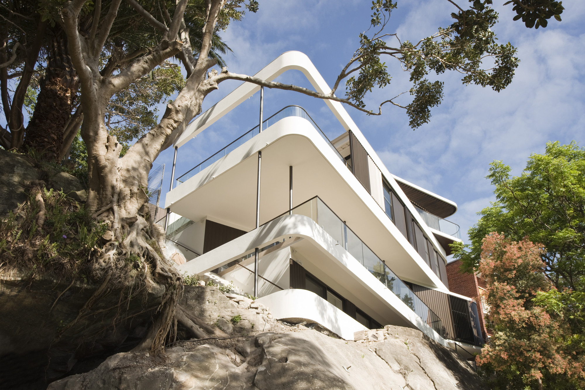 Cliff Top House / Luigi Roselli, © Edward Birch