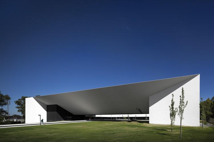 Escuela de Tecnología y Gestión STM / MONTENEGRO Architects , © Fernando Guerra | FG+SG