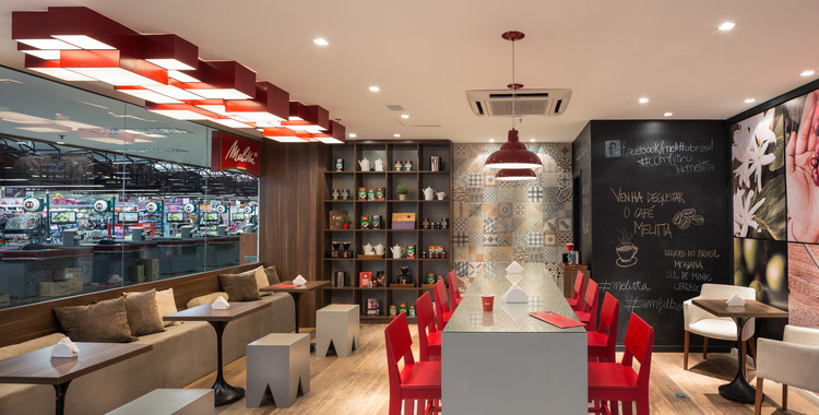 Cafeteria melitta studio menta archdaily brasil for Mobiliario para cafes