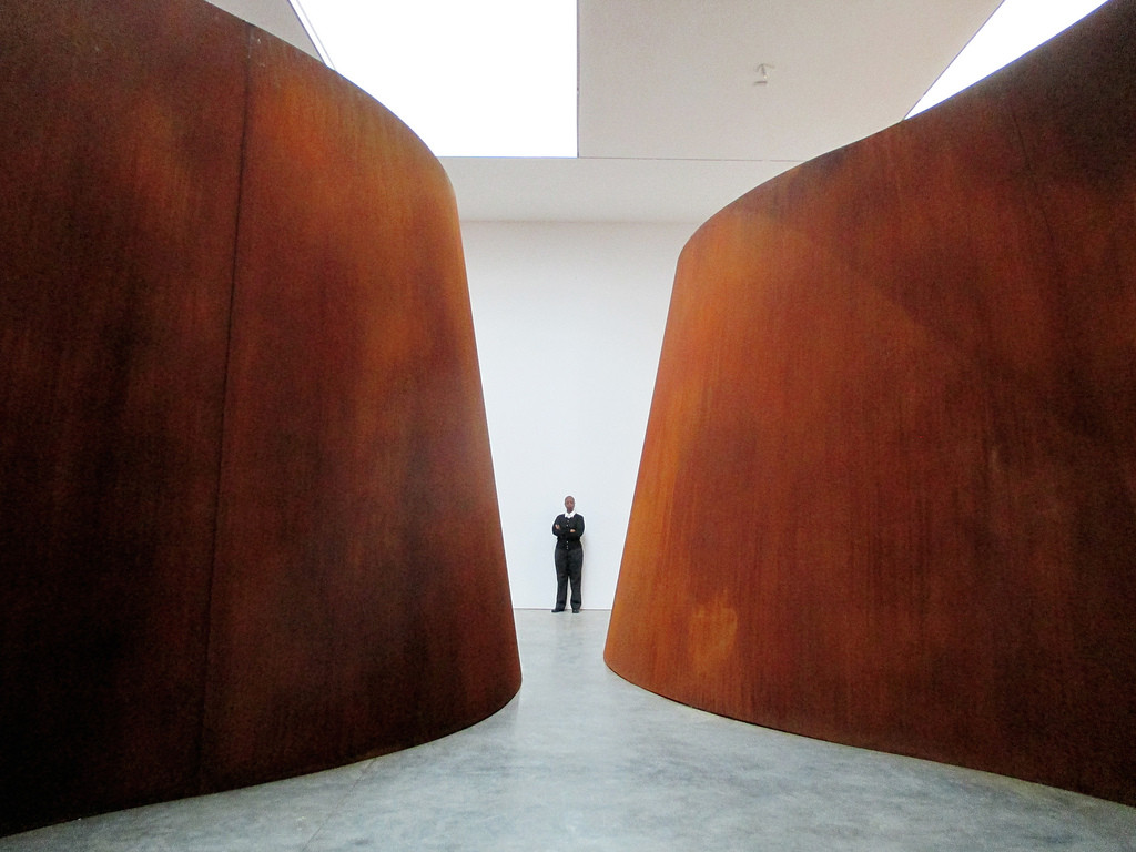 "Richard Serra é o primeiro artista a ganhar a medalha da Architectural League, ""Inside Out"" (2013) / Richard Serra. Imagem © Flickr CC User Trevor Patt"