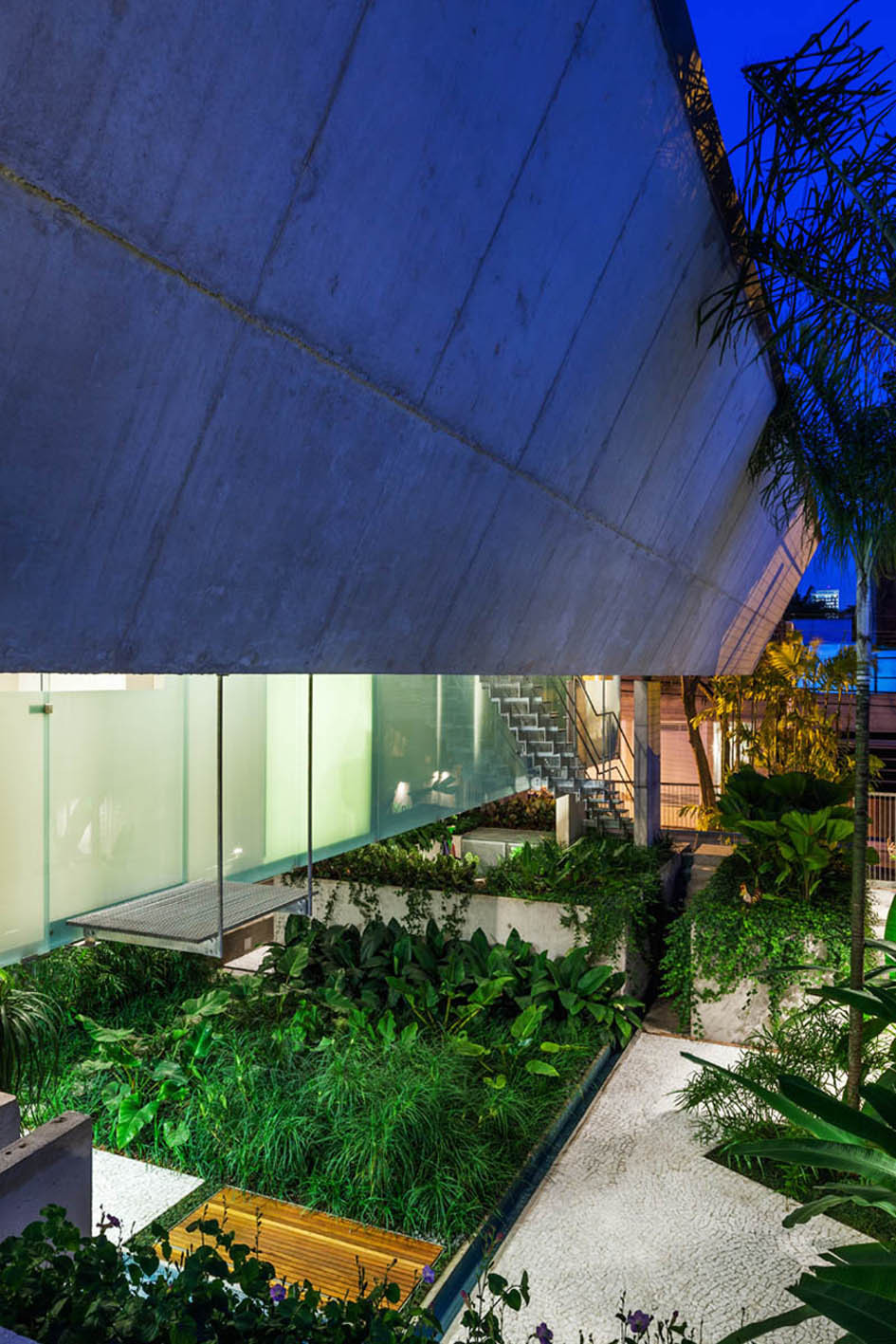Gallery of weekend house in downtown s o paulo spbr arquitetos 5 - The narrow house of sao paolo ...