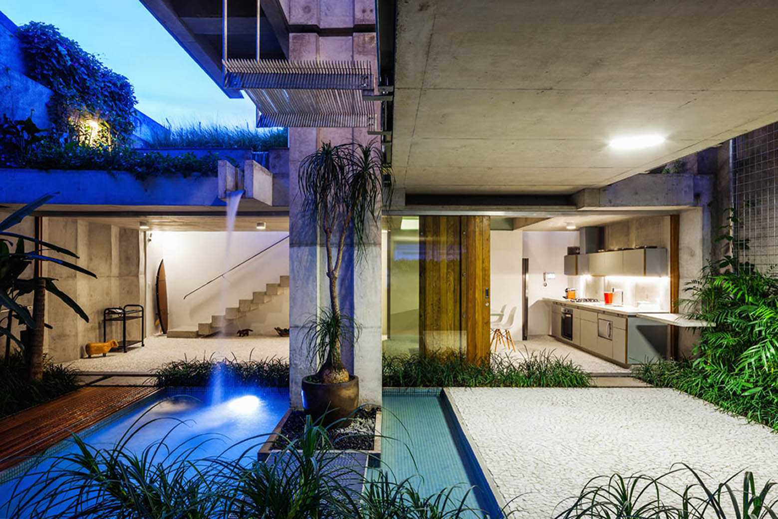 Gallery of weekend house in downtown s o paulo spbr arquitetos 15 - The narrow house of sao paolo ...