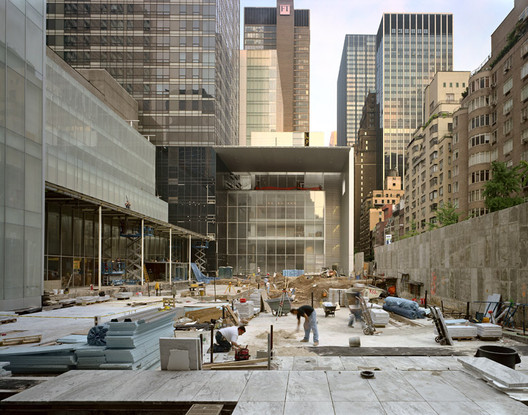 Sculpture Garden, MOMA. Image © Andrew Moore, http://andrewlmoore.com/