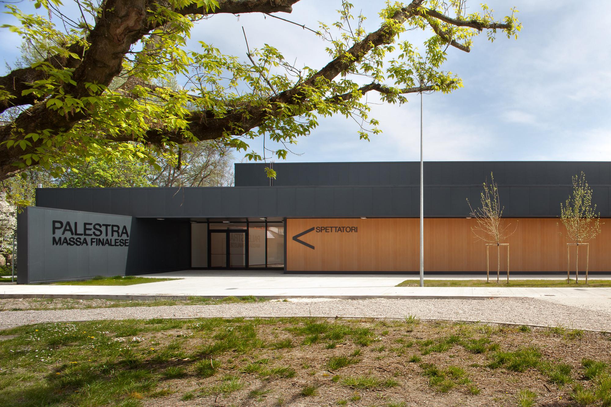 Temporary School Gymnasium / MIDE architetti  + Paolo Didonè, © Alessandra Bello