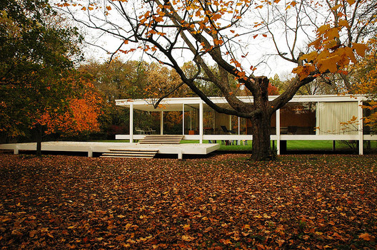 Mies van der Rohe's Farnsworth House. Image © Greg Robbins
