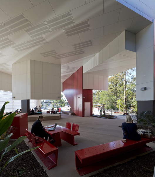 Griffith University G11 Library / ThomsonAdsett, © Angus Martin