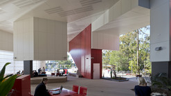 Griffith University G11 Library / ThomsonAdsett