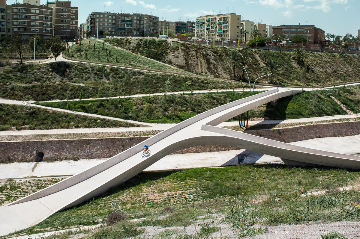 Results of the 2014 European Prize for Urban Public Space, The Braided Valley / Grupo Aranea. Image © Jesus Granada